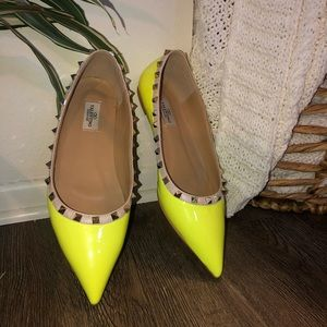 Yellow studded Flats Valentino look alike 9.5